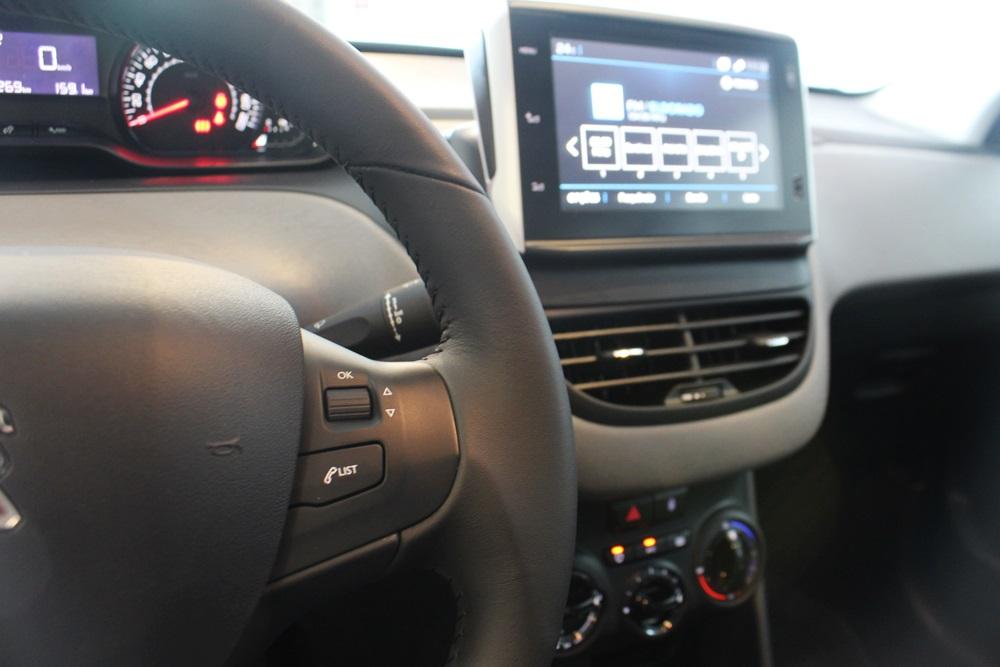 Comprar seminovo Peugeot 208 Active Pack 1.2 flex 12V 5p Mec. no Certificados Zensul